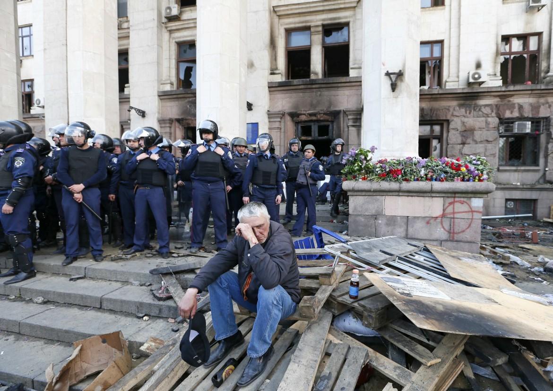 Dopo il rogo doloso del palazzo del sindacato di Odessa, che ha fatto strage di filorussi