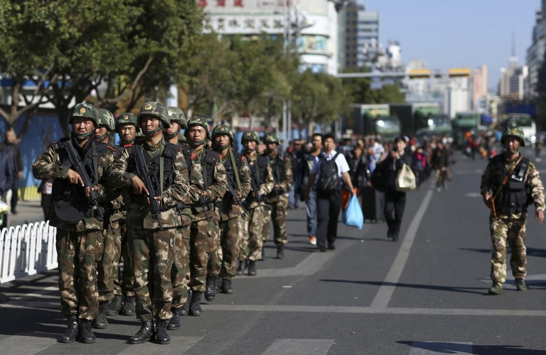 L'intervento delle forze di polizia a Kunming