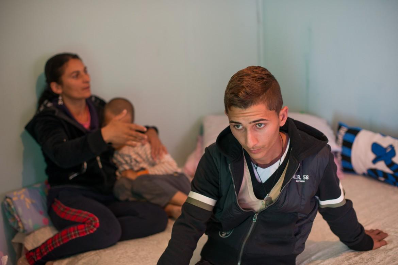 Ionuz, uno dei ragazzi picchiati, nel campo rom Al Karama di Borgo Bainsizza, Latina