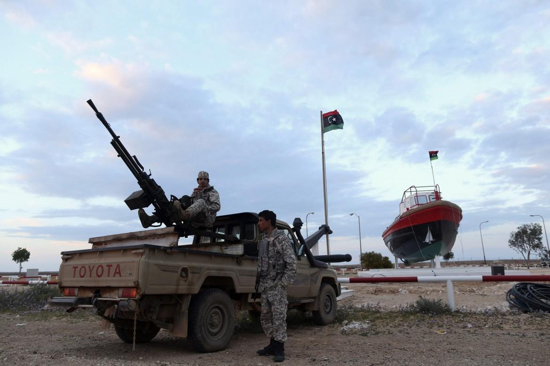 Ras Lanuf(Cirenaica), ribelli armati controllano il terminal petrolifero