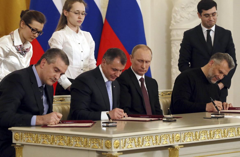 La firma dell'entrata della Crimea nella Federazione russa, a Mosca