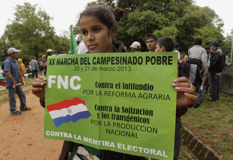 Paraguay, manifestazione di sostegno ai contadini