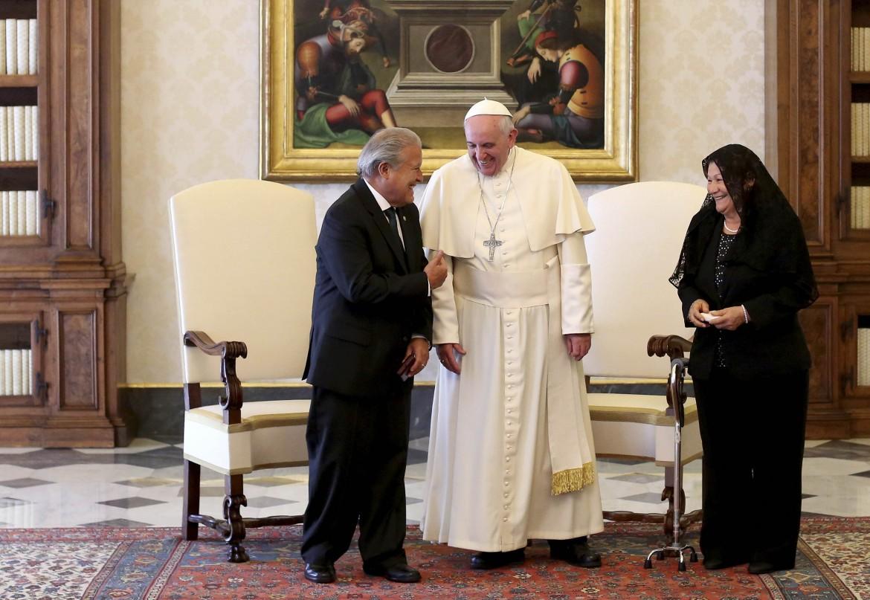 Papa Bergoglio con il presidente del Salvador Sanchez Ceren