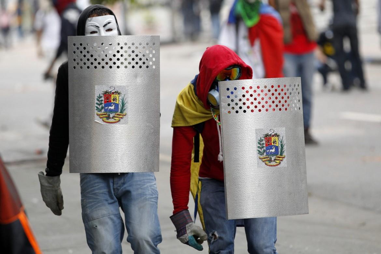 Venezuela guarimberos in azione
