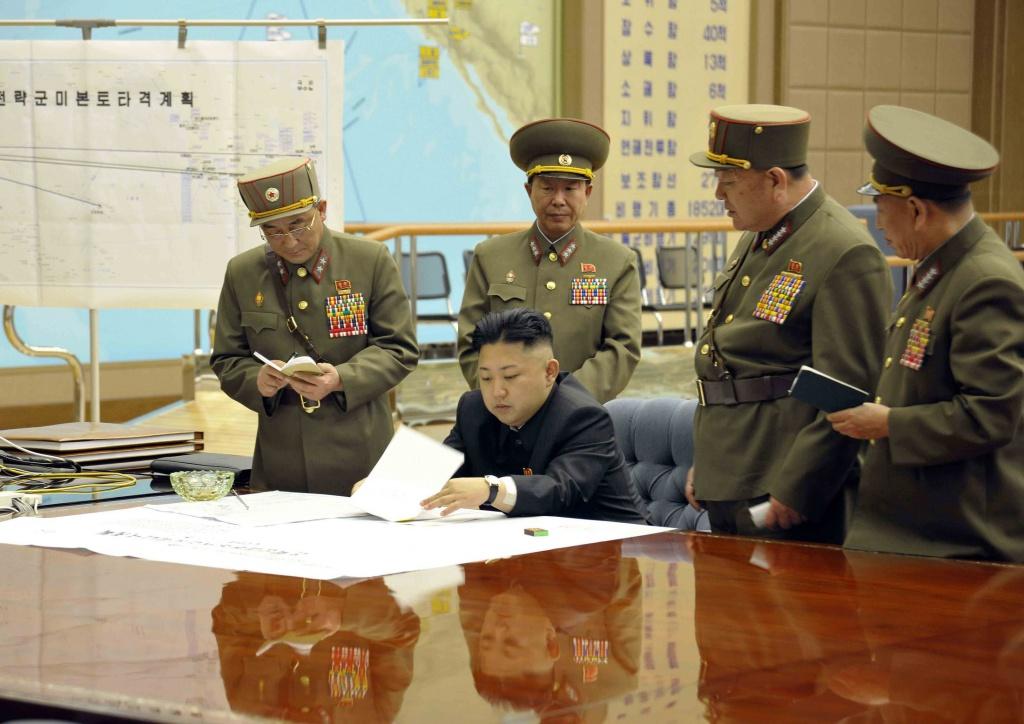 Kim Jong-un al tavolo di lavoro