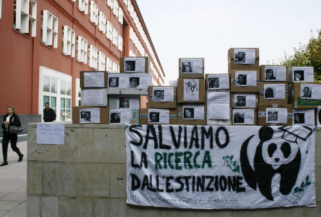 Una protesta contro i tagli alla ricerca