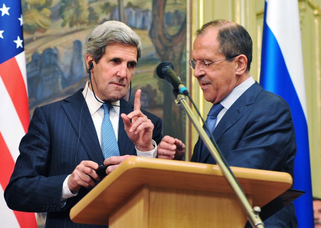 Il segretario di stato americano Kerry e il ministro degli esteri russo Lavrov