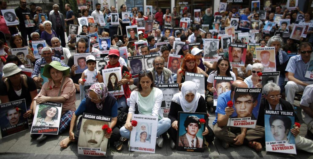 Una manifestazione per i kurdi uccisi nella campagna turca