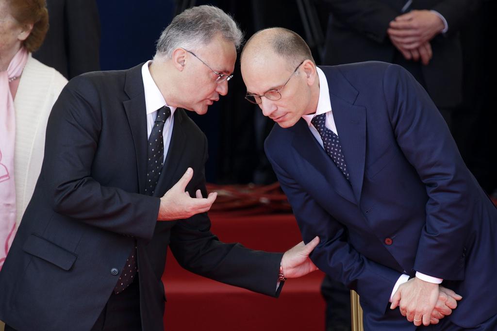 Il ministro Mauro e il premier Enrico Letta