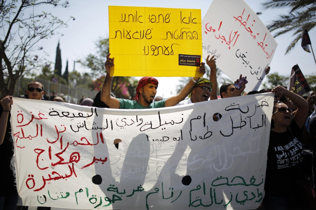 Protesta contro le demolizioni di comunità beduine palestinesi nel sud di Israele