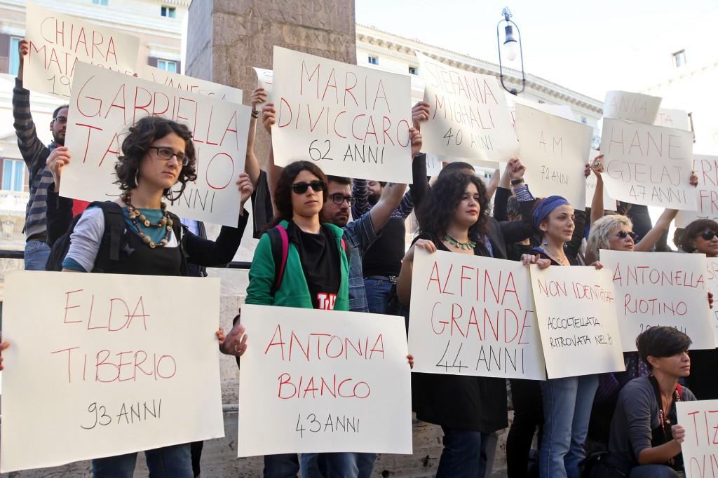 Manifestazione di donne contro il femminicidio davanti Montecitorio