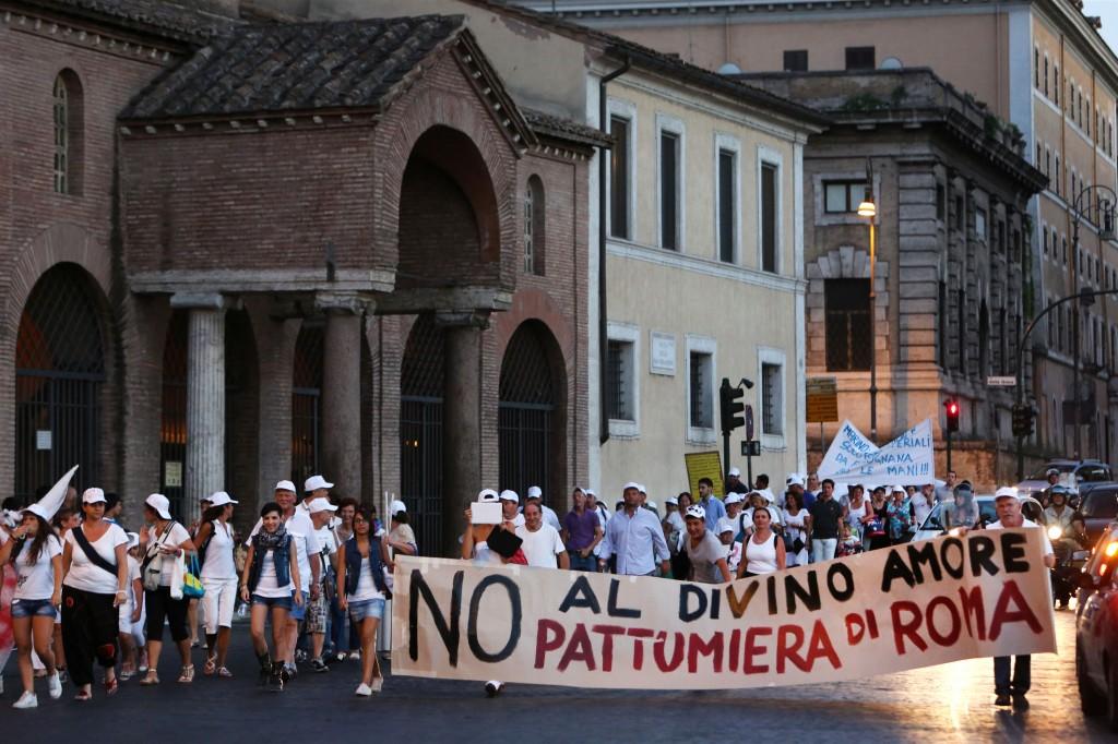 Manifestazione contro la discarica al Divino Amore