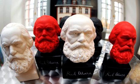 Piccoli busti di Marx in vendita a Londra