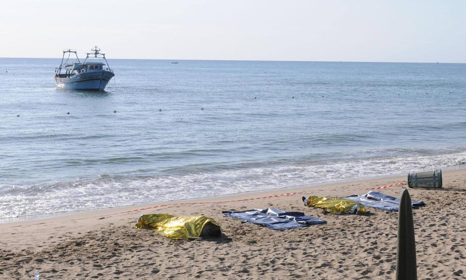 La spiaggia di Catania, ieri