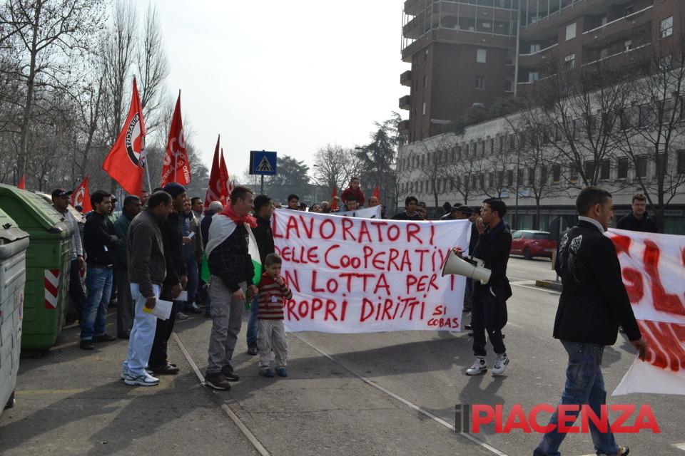 Una manifestazione dei facchini a Bologna