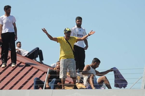 Proteste sul tetto di un Cie