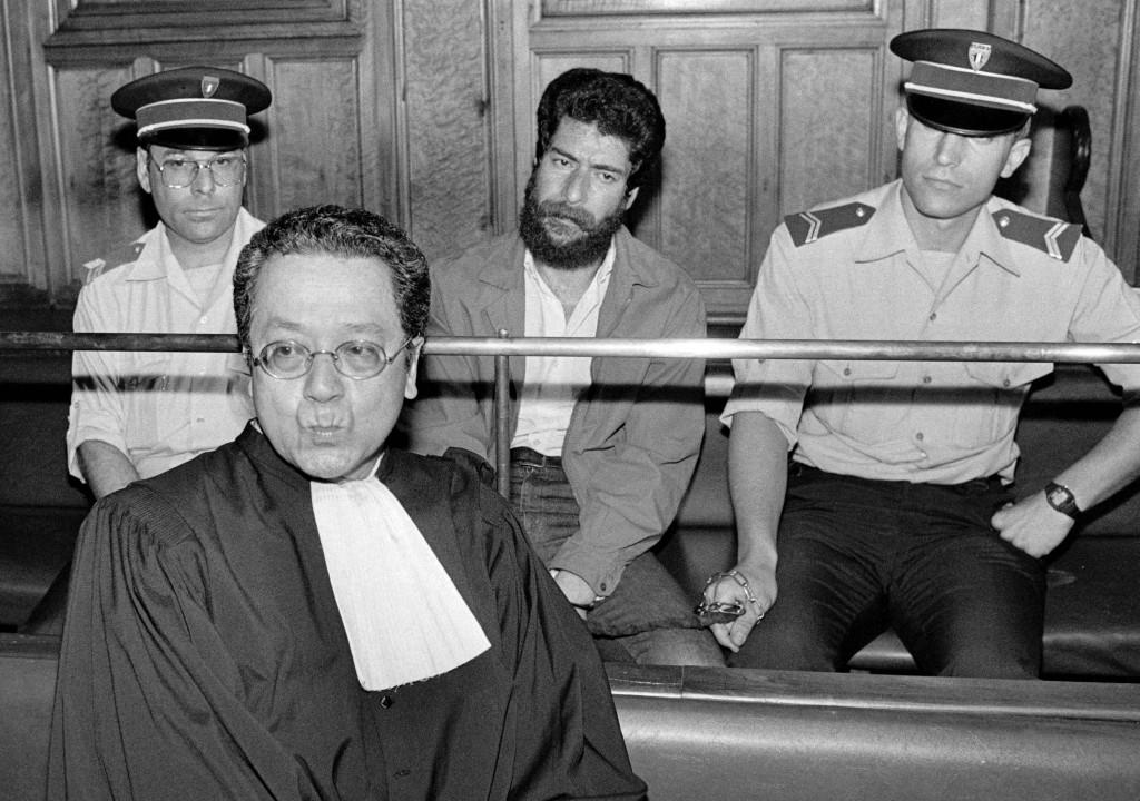 Parigi, Jacques Vergès difende Georges Ibrahim Abdallah delle Frazioni armate rivoluzionarie libanesi (Farl), condannato nel 1987 per l'assassinio di due diplomatici in Francia
