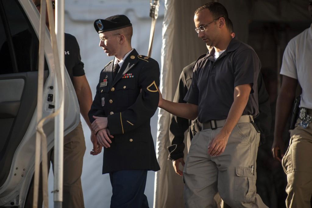 Bradley Manning, mercoledì, all'uscita dal tribunale.