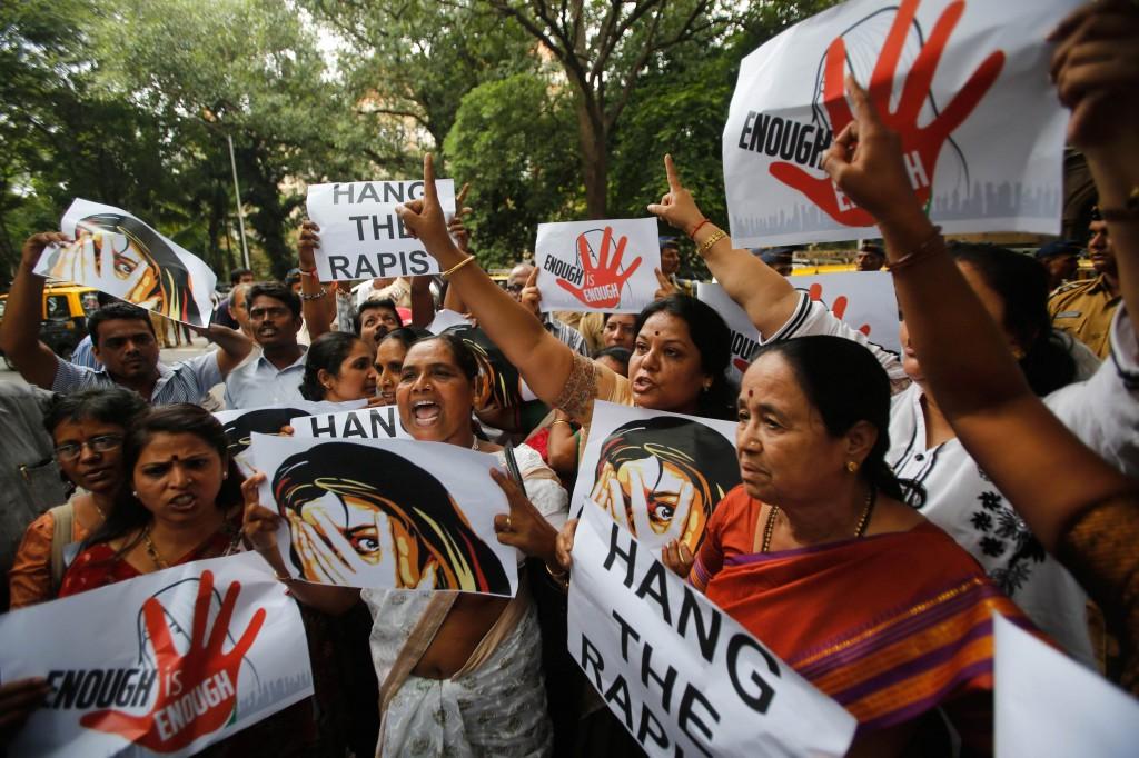 Mumbai, protesta contro gli stupri