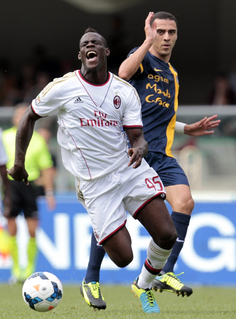 Mario Balotelli  in campo  a Verona