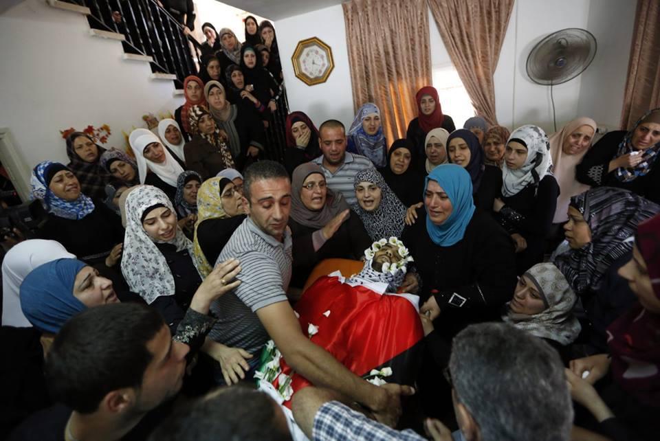 Dolore ai funerali di uno dei giovani palestinesi uccisi dai soldati israeliani