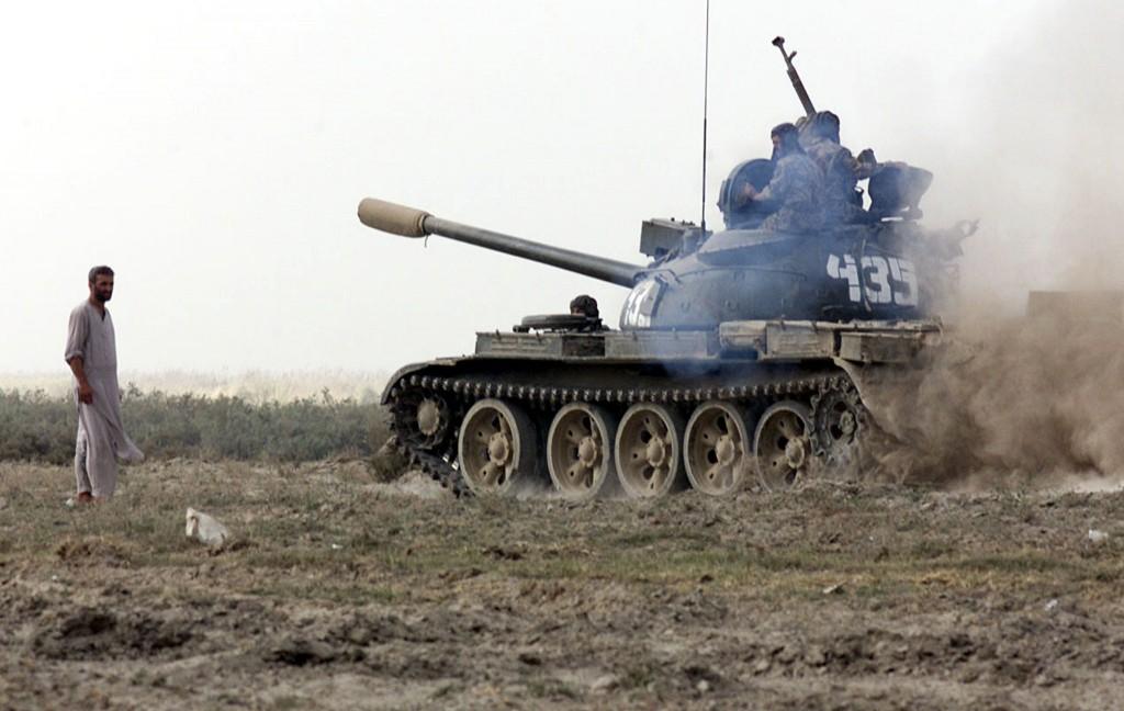 Un tank dell'Alleanza del Nord in azione nel 2001