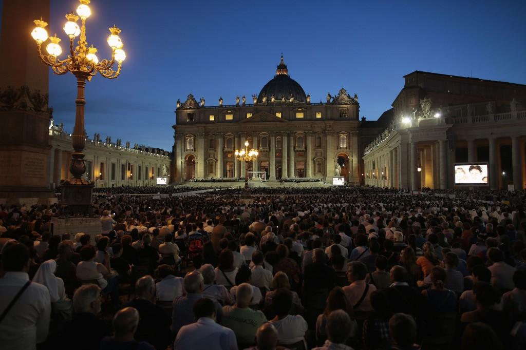 Piazza san Pietro a Roma nella veglia per la pace