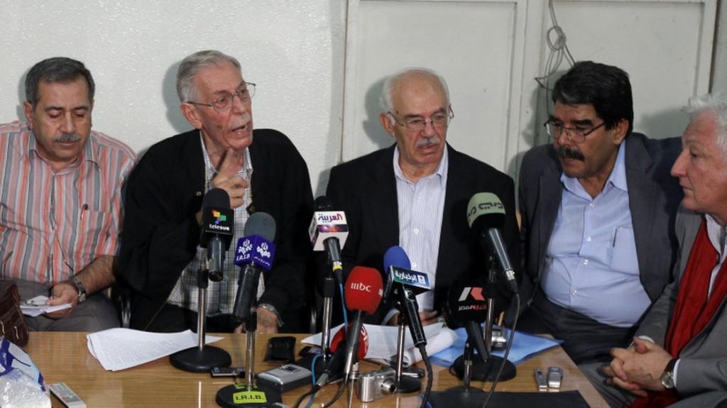 Hassan Abdel Azim (al centro) assieme ad altri esponenti del Comitato nazionale di coordinamento