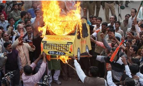 Manifestazione nel Bengala occidentale contro la Tata