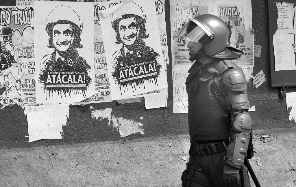 Valparaiso, manifesti contro l'attuale presidente Sebastian Pinera
