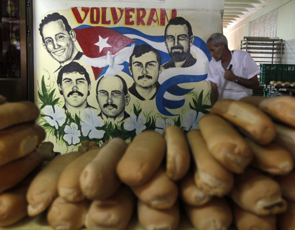 Cuba, murale per la liberazione dei Cinque nella capitale l'Avana