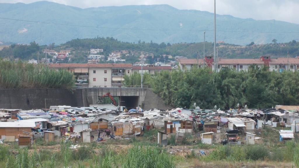 Il campo rom di Vaglio Lise a Cosenza