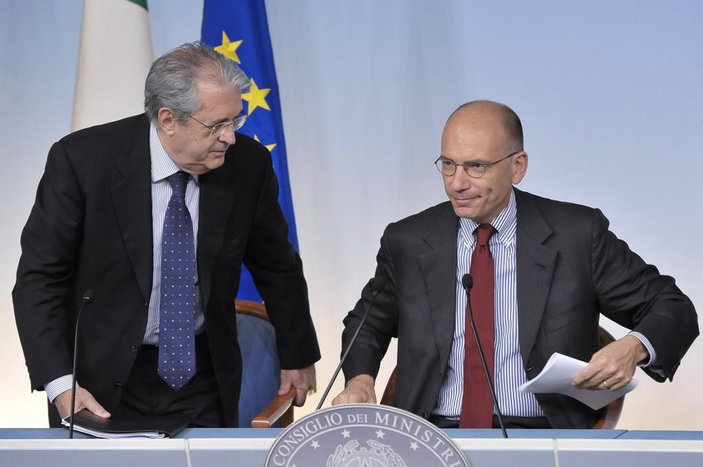 Il ministro dell'Economia Fabrizio Saccomanni e il premier Enrico Letta