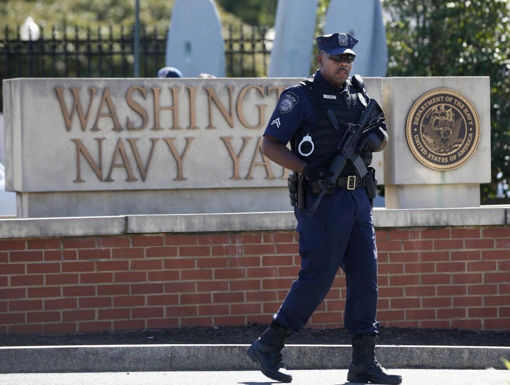 Washington, poliziotti davanti al luogo della strage