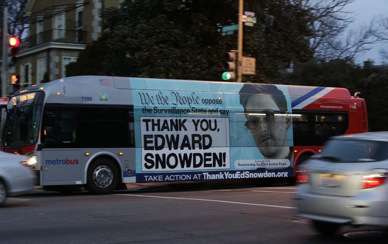 Pugno dacciaio contro i whistleblower
