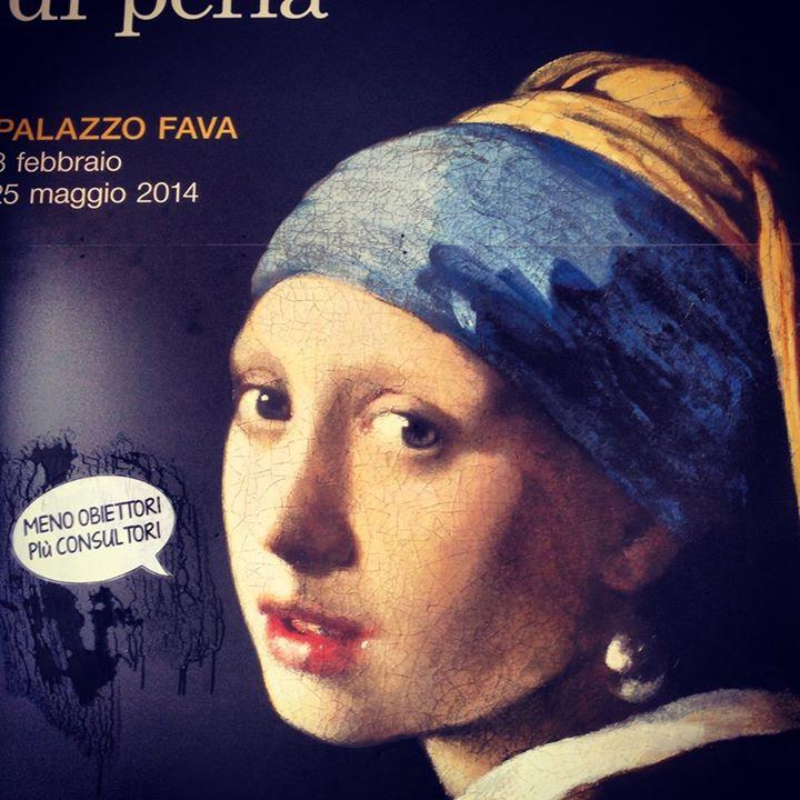 Il poster della mostra di Vermeer con lo sticker applicato