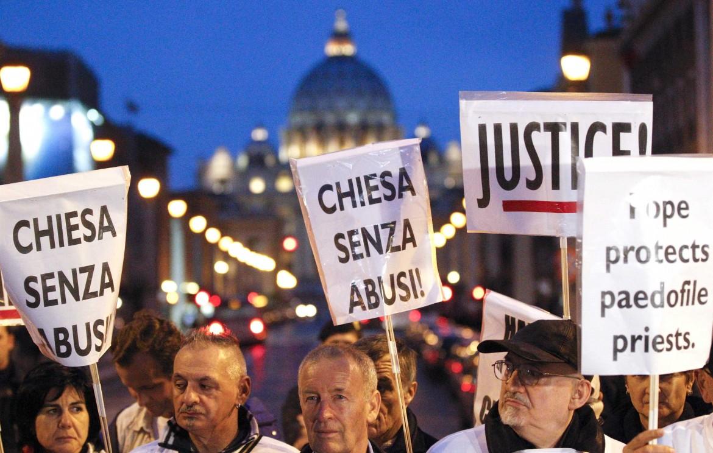 Protesta contro i repti pedofili a S.Pietro
