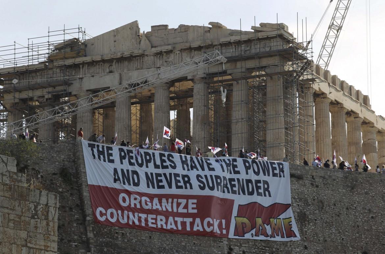 La protesta greca sul Partenone nel 2011