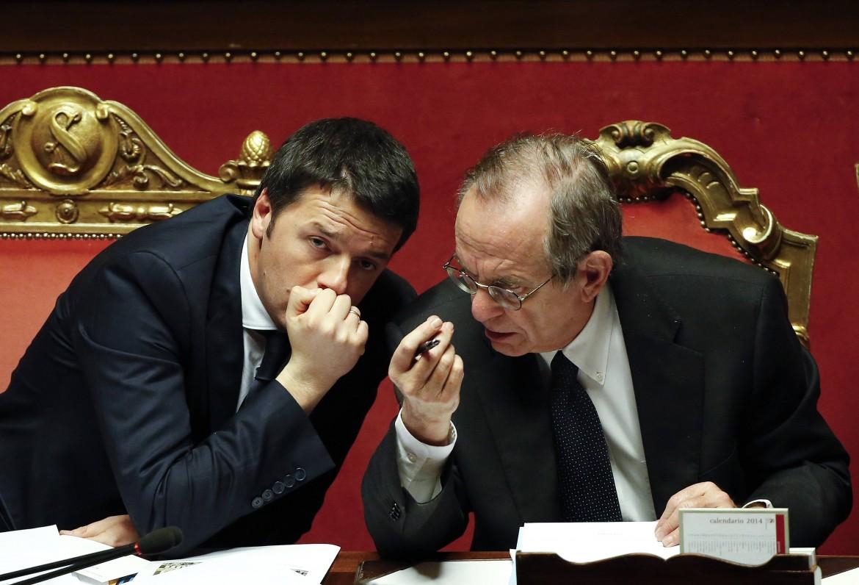 Renzi e Padoan in senato