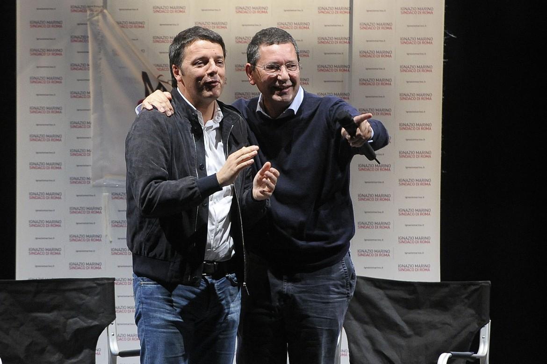 Il presidente del Consiglio Matteo Renzi con il sindaco di Roma Ignazio Marino