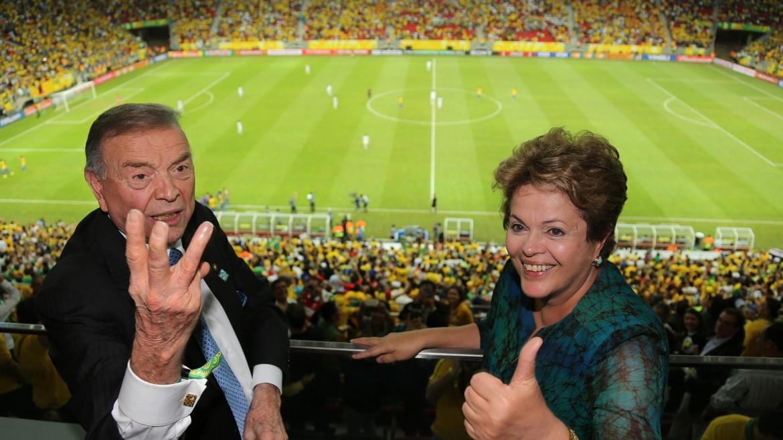 Il boss della Federcalcio brasiliana e del comitato organizzatore Marin con Dilma Rousseff allo stadio Mané Garrincha di Brasilia