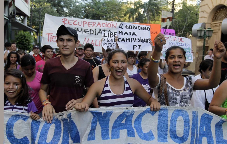 Paraguay, manifestazione di sostegno ai contadini arrestati dopo gli scontri di Curuguaty