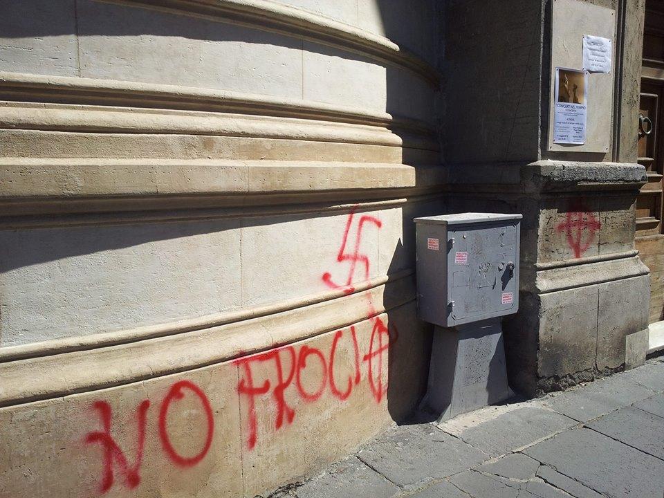 La scritta sulla chiesa valdese di Roma