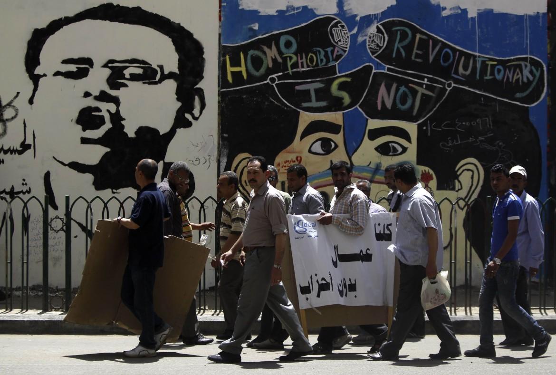 Murales e lavoratori in Egitto