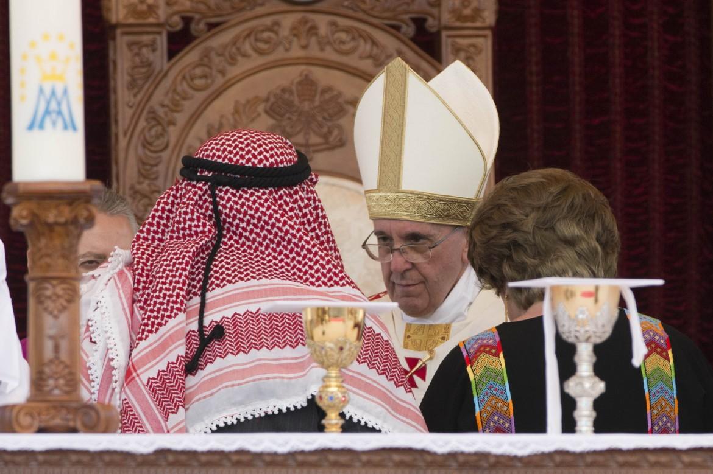 Papa Francesco durante la messa di ieri nello stadio nazionale di Amman, in Giordania