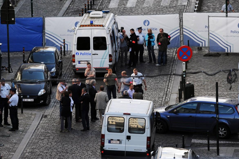 La polizia belga sul luogo dell'attentato