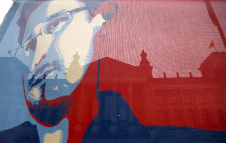Una composizione a partire dal ritratto di Edward Snowden