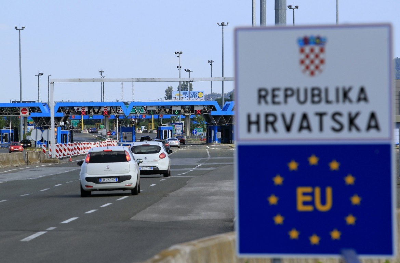 Frontiera croata, in basso Predrag Matvejevic