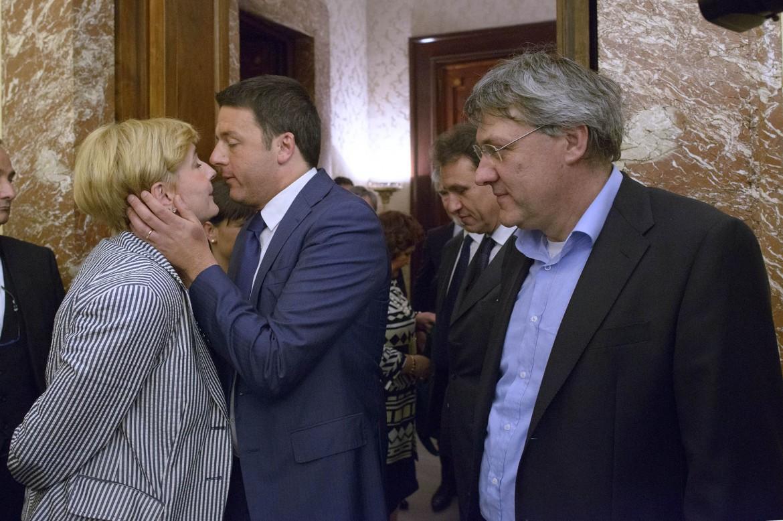 Federica Guidi, Matteo Renzi e Maurizio Landini due settimane fa a Palazzo Chigi per la firma sull'accordo Electrolux