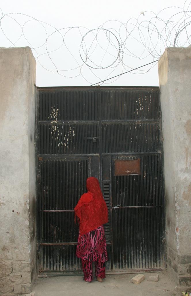 Una scena da «No burqas behind bars»